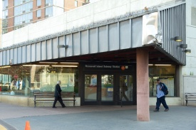 Stasiun kereta underground yang menjadi sarana utama