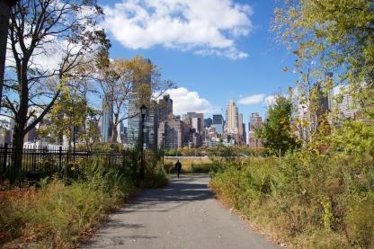 Pemandangan Southpoint Park dengan Manhattan di belakang